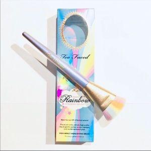 NIB 🌈 Too Faced Festival Rainbow Strobing Brush